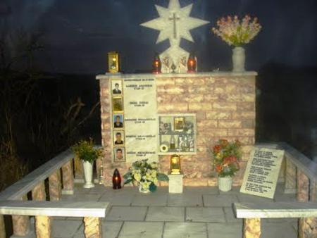 Tο μνημείο στον τόπο του εγκλήματος